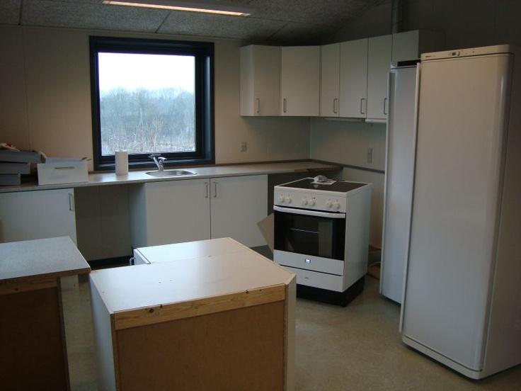 Køkkenet færdigmonteres