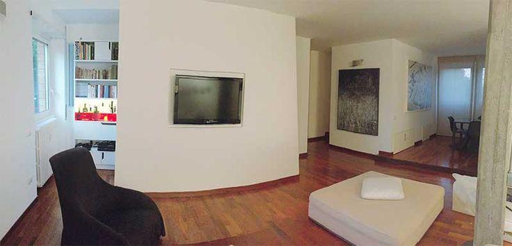 Abitazione privata a Roma, Casa granz8, ampio soggiorno, scorci su vari ambienti e pareti inclinate, Progetto Arch. Luca Braguglia