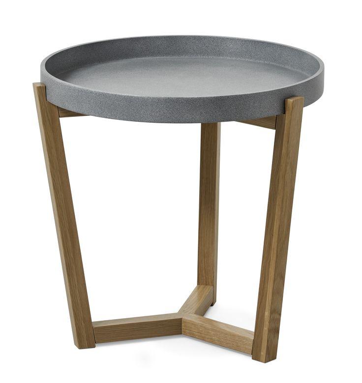 Flexa är ett soffbord i skandinavisk stil med enkel och genomtänkt design. Det har underrede i lackerad massiv ek med brickliknande bordsskiva. Skivan är vändbar och finns vitlackerad eller betonggrålackerad. För att efterlikna betong är alla grå skivor unika med lite skiftningar för att få till det rätta utseendet. Flexa passar bra med både våra skandinaviska och moderna soffor. Soffbordet finns även i en större storlek.