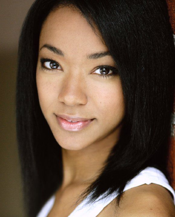 Sonequa Martin-Green from the walking dead