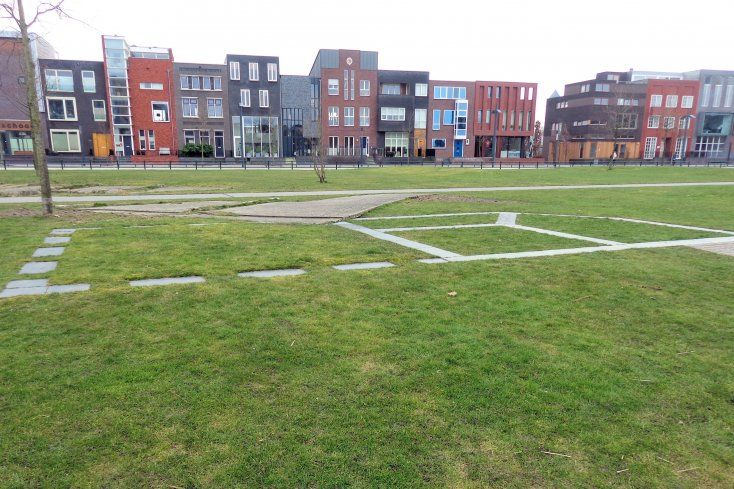 Op 13 mei 2000 werd de wijk Roombeek getroffen door de vuurwerkramp. Wat begon met een brandje in een bunker mondde uit in een enorme ontploffing. Er kwamen 23 mensen om en meer dan 1000 mensen raakten gewond. Er werd 42,5 hectare bebouwing verwoest. De Lasonderbleek is een herdenkingspark. Het monument 'Het verdwenen huis tussen hemel en aarde' van de Amsterdamse kunstenares Balta laat in het gras van het park een tekening van een huis zien.