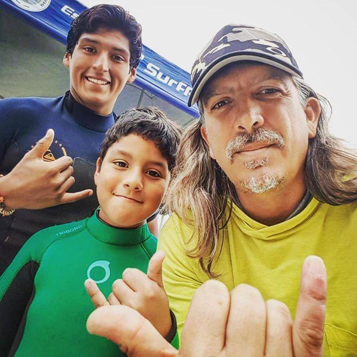 No importa la edad ni el clima cuando se trata de divertirse en el mar. Reserva tu clase personalizada hoy te esperamos! #surf #surflessons #learntosurf #beachlife #Makaha #Miraflores #Lima #Peru #surferkids #shaka #surfisfun #surfwithfriends - http://ift.tt/1K8gmug