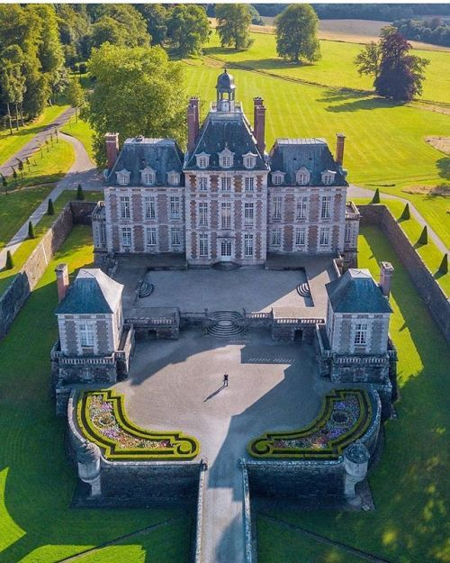 versaillesadness: Another stunning view of the Chateau de Balleroy