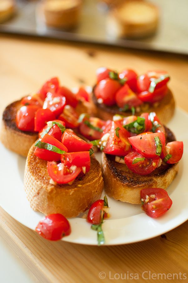 A summer favourite, easy homemade bruschetta is a healthy snack or appetizer that makes use of the summer bounty of fresh tomatoes, basil and garlic.