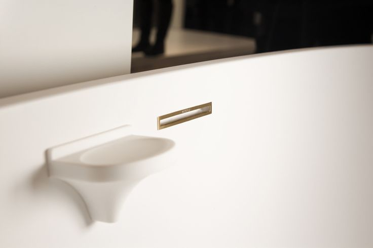 We adore our NEW Satin Brass overflow finish on the sinuous BBE01 Bathtub. Luxury knows no boundaries. #wetstyle