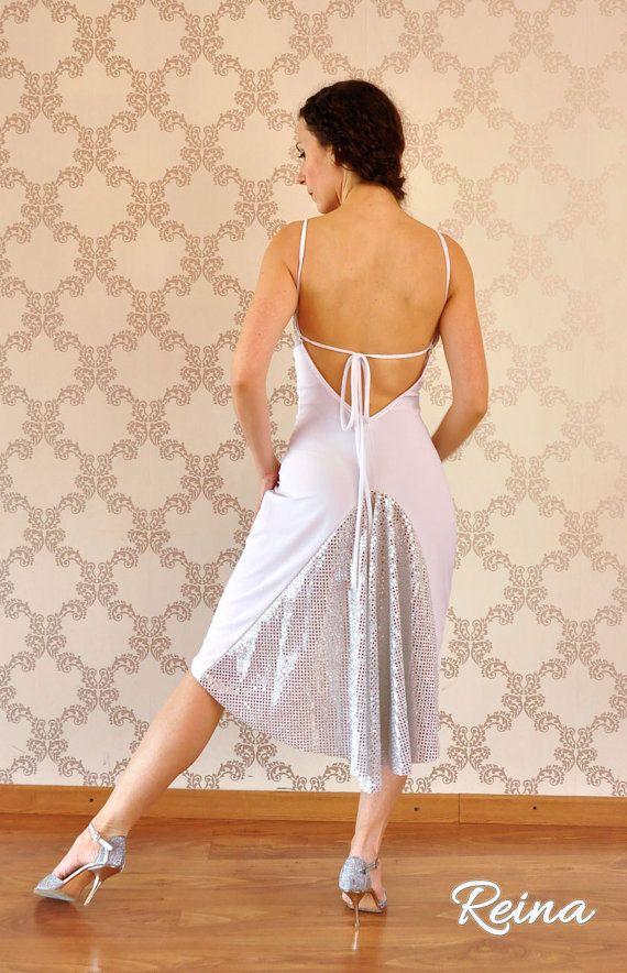Show de tango blanco y plata vestido con cola por reinatango