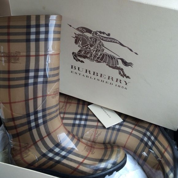 Burberry rain boots Tan like new Burberry Shoes Winter & Rain Boots