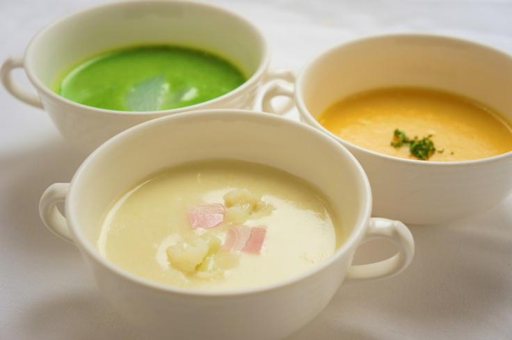 ランチスープ《2012 NOV.》   辰巳芳子さん直伝「いのちを支えるスープ」より小カブのポタージュ・カリフラワーのポタージュ・ポルトガル風人参のポタージュよりチョイス:ランチ¥1,800-のスープ
