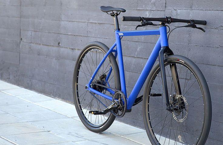 Das Angebot interessanter E-Bikes wird immer größer: Mit von der Partie ist dabei auch ganz neu Desiknio aus Spanien, die minimalistische Räder mit fast unsichtbarer Technik und klassischem Design auf den Markt bringen. Cleane Urban Bikes mit einem fast unsichtbarem, elektrischem Antrieb – bestehend aus … Weiterlesen