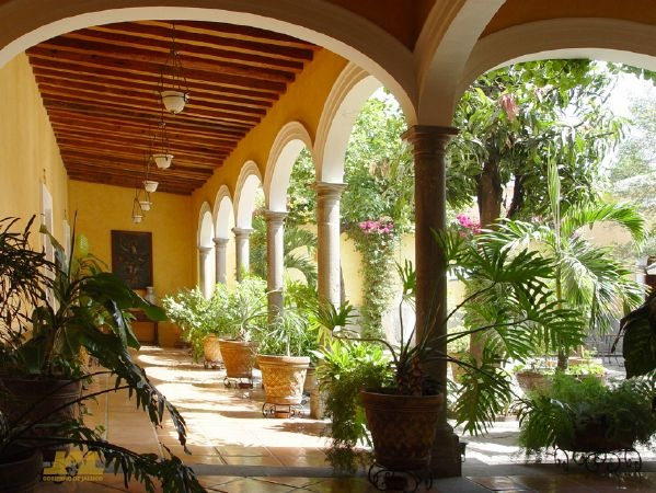 hacienda style home. Reminds me of my childhood in Colombia S.A.
