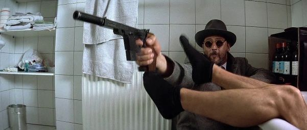 """Nikita""- Jean Reno - 1990.  601px-Nikitagsp1.jpg (601×255)"