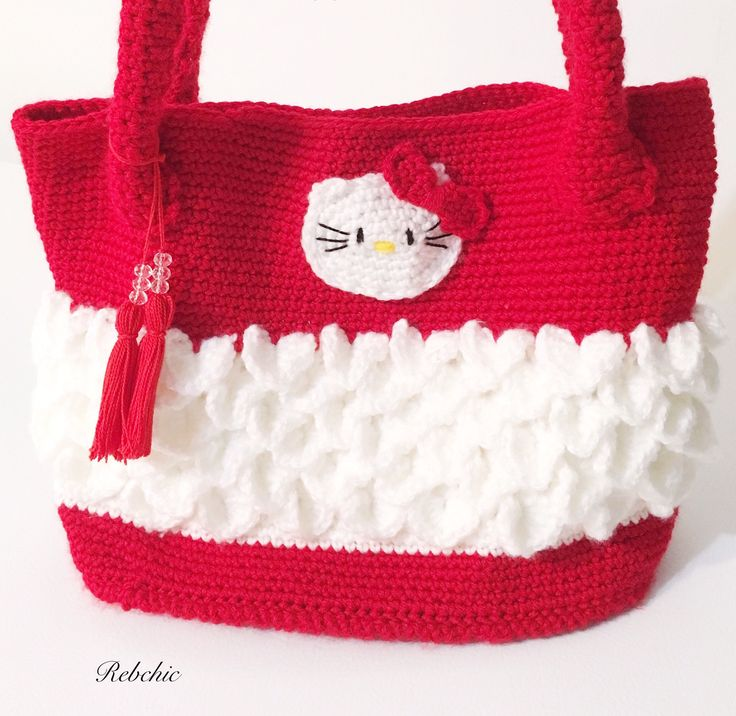 "Sac au crochet  - Style ""Hello Kitty"" - sac à  main par RebChicKnit sur Etsy https://www.etsy.com/ca-fr/listing/526870303/sac-au-crochet-style-hello-kitty-sac-a"