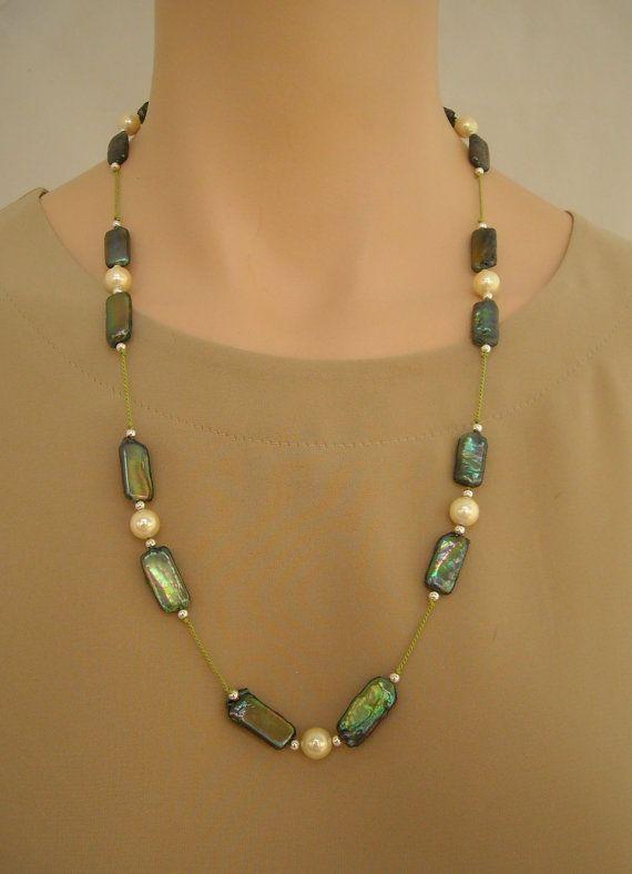 Perle d'acqua dolce verde iridescente crema shell perle e