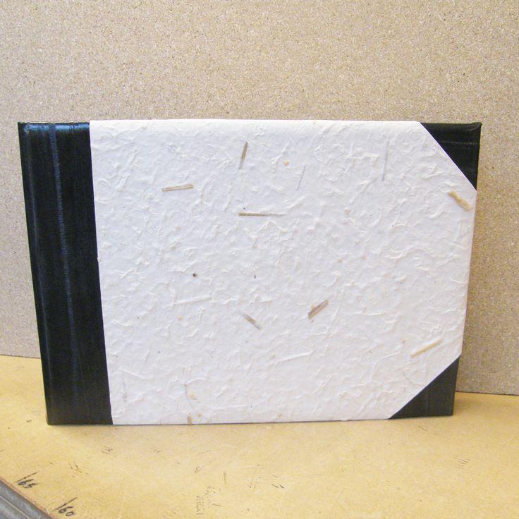 Fotoalbum 35 x 24 cm leren rug en hoeken, platten met papier uit Nepal bekleed
