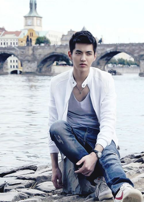 "Wu Yi Fan ""Somewhere Only We Know"""