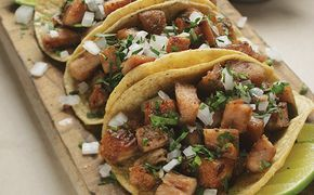 Receta de tacos de suadero.Aqui te dejamos la receta para preparar tus propios tacos de suadero utilizando olla exprés www.cocinavital.mx
