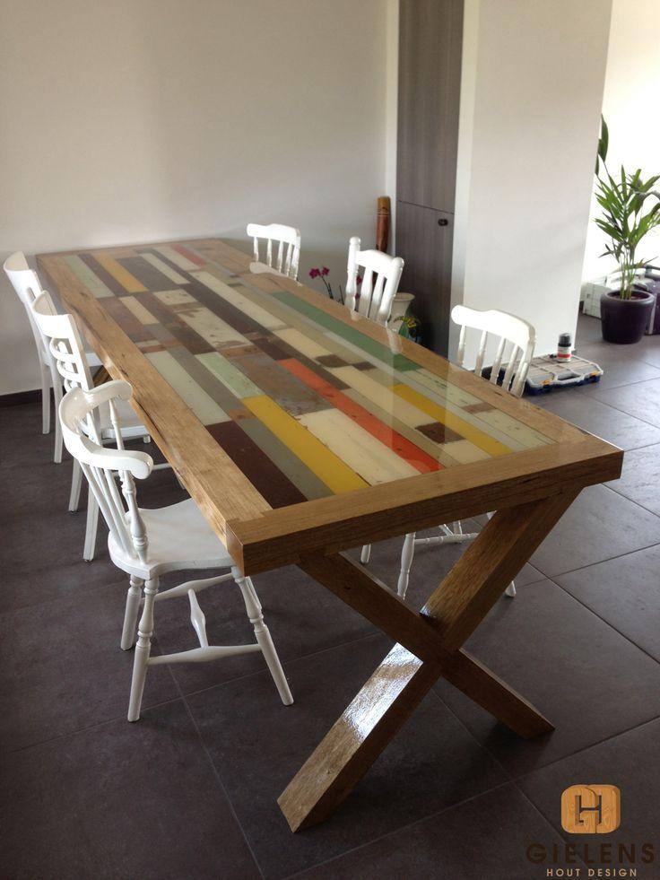 Gielens Hout Design   |   tafel  Sloophout tafel, frame en poten van fraké, gegoten epoxy-laag, hoogglans gespoten.