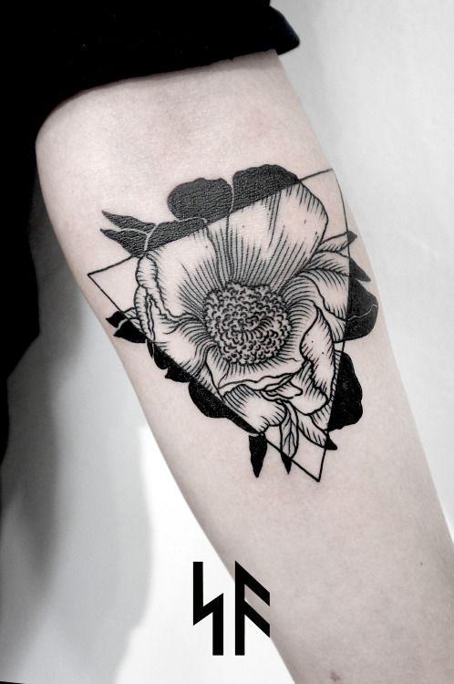 tatouage fleur noir
