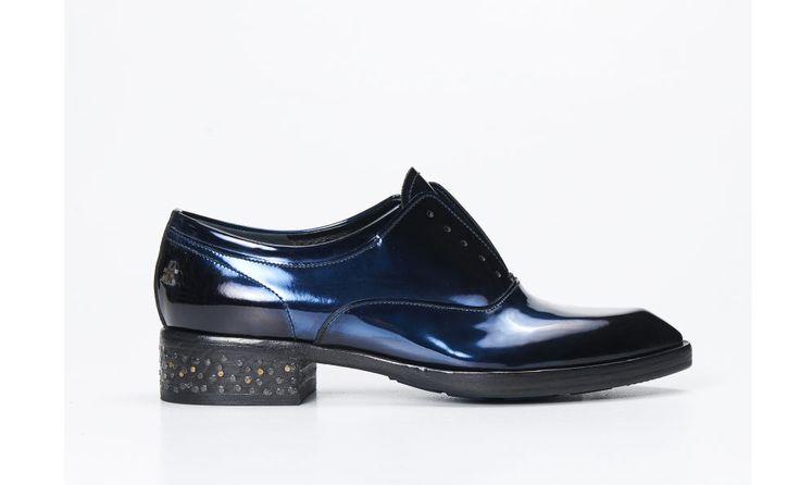 Scarpe maschili senza stringhe in pelle lucida e borchie nel tacco. Speciale Accessori Autunno-Inverno 2015/2016: scarpe maschili