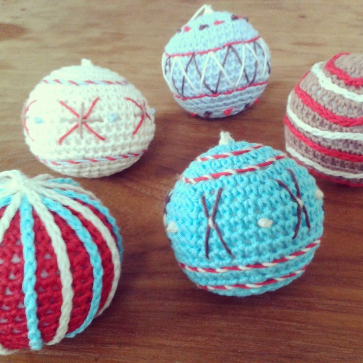 Crocheted Christmas bauble pattern