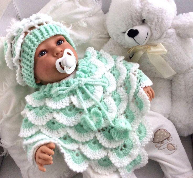 Een persoonlijke favoriet uit mijn Etsy shop https://www.etsy.com/nl/listing/567695851/baby-poncho-met-mutsje-beanie-gehaakt