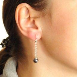 Cercei lungi din argint cu perle veritabile negre http://www.argintarie.ro/Cercei-lungi-din-argint-cu-perle-veritabile-negre-p-16879-c-252-p.html