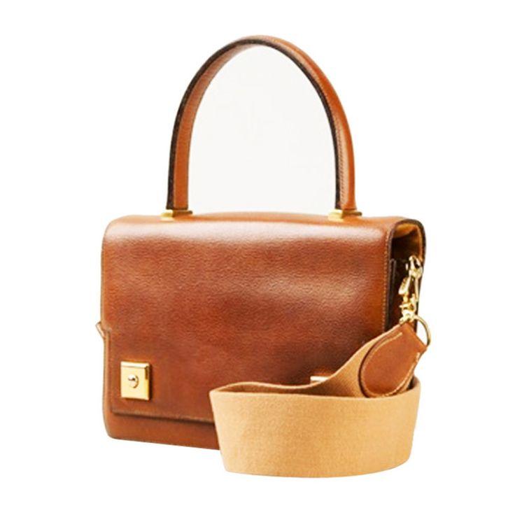 Timeless and very elegant Hermès Piano Handbag. Famous bag of Audrey Hepburn. The bag is just unique with its adjustable Hermès shoulder strap! Gold lamb leather. Gold Hardware. Marked Hermès Paris.