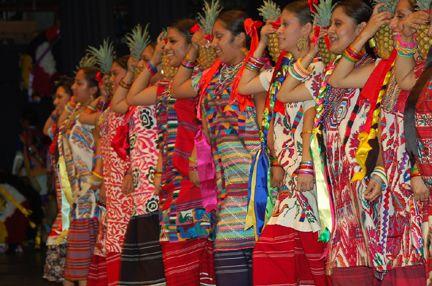 Fresno, CA ~ Centro Binacional para el Desarrollo Indígena Oaxaqueño presents its annual Guelaguetza ~ En un despliegue de color y alegría que pusieron las emociones a flor de piel, la belleza del vestuario de las ocho regiones de Oaxaca, la diversidad de los ritmos que reflejan la forma de ser de los oaxaqueños y la representación de las ceremonias espirituales antiguas, demostraron que la cultura indígena, aún en tierras lejanas, es una cultura viva que cada día cobra mayor fuerza.