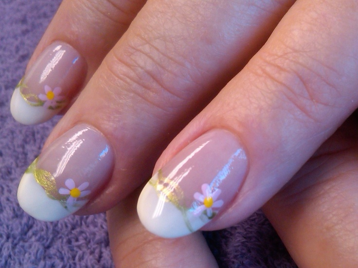 Wavy daisy nail art for Johanna by Alicia