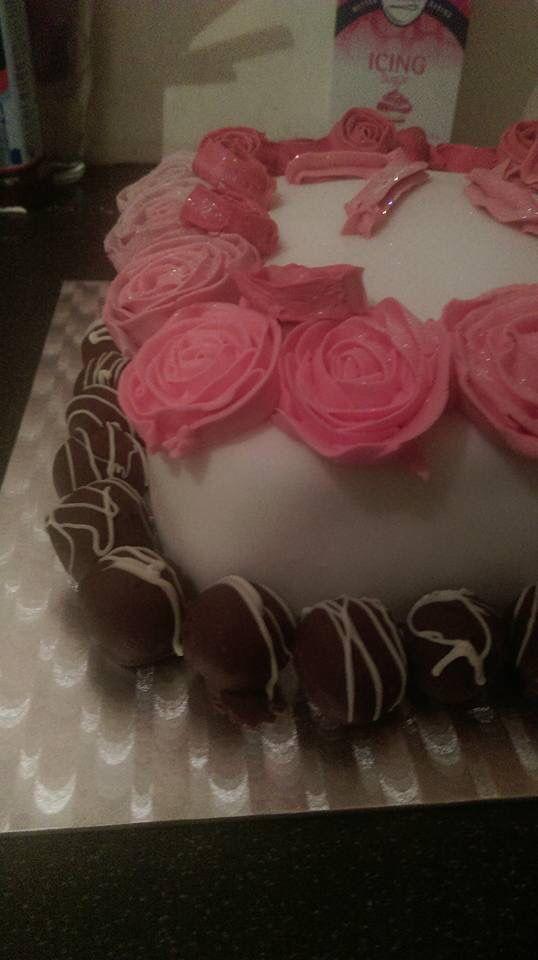 Raspberry ruffles round buttercream rose cake