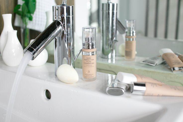 Blogger Eevi uses Beauty Blender to apply her Lumene foundation. #foundation #lumene