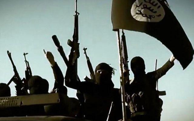 """Stato Islamico, dobbiamo chiamarlo Daesh o ISIS? Importanti leader politici internazionali da qualche mese si riferiscono all'ISIS chiamandolo """"Daesh"""" come il presidente francese François Hollande e il Segretario di Stato John Kerry. Esistono altr #isis #terrorismo #daesh #esteri"""