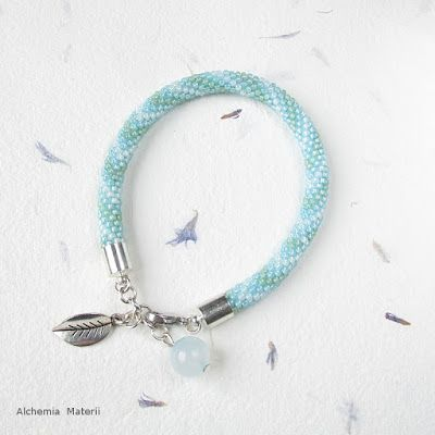 Bead crochet bracelet with agate.