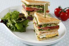 Découvrez cette recette de Club sandwich façon palace expliquée par nos chefs