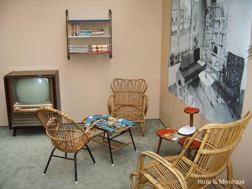 Gezellig jaren 50 interieur met rotan stoeltjes