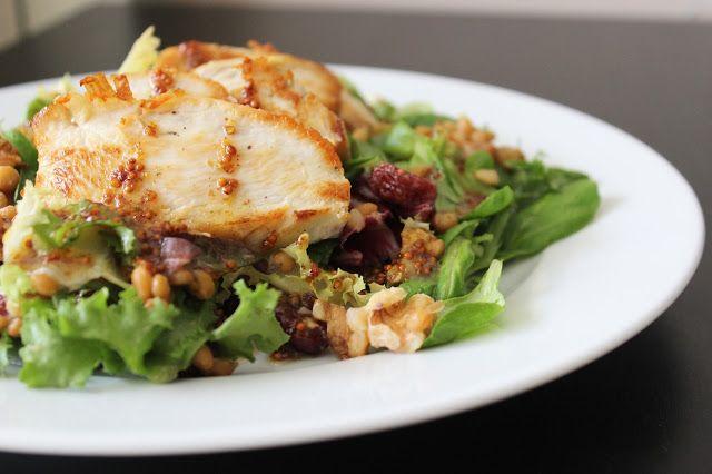 Ensalada de pollo, lentejas y arándanos rojos deshidratados, aliñado con vinagreta de mostaza y miel. Del Blog Recomiendo by Pola & Cleme.
