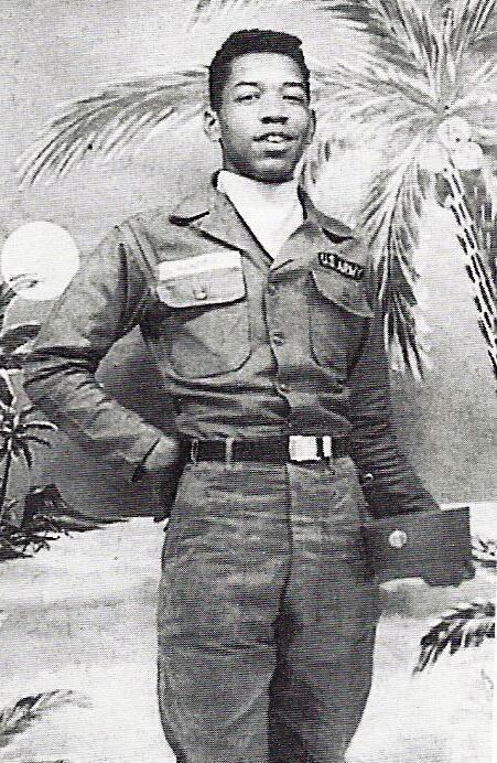 Гитарный гуру Джимми Хендрикс отдаёт долг родине в американской армии. США. 1961г.