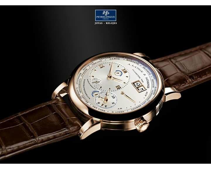 #TiempoPeyrelongue El LANGE 1 HUSOS HORARIOS es desde 2005 uno de los modelos con mayor éxito de la familia de relojes del LANGE 1. En su esfera, dispuesta de manera diáfana, se pueden consultar con una sola mirada la hora del lugar de origen y la hora de un segundo huso horario. #watchoftheday / #watchmania / #reloj / #dailywatch / #watchfam / #watchnerd / #horology / #watchgeek / #watchaddict / #luxury / #watchcollector / #timepiece