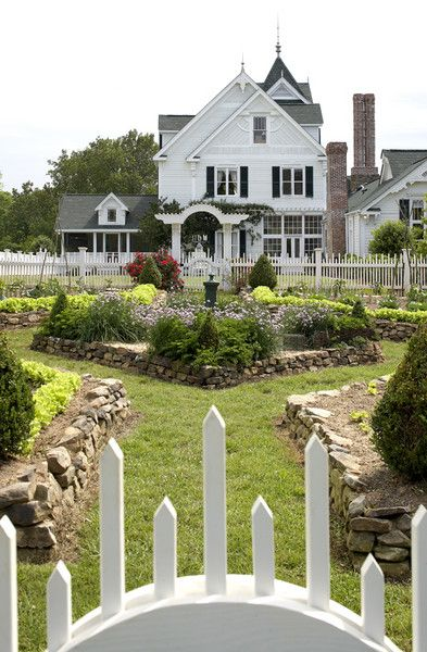 Plan.: Victorian House, Dreams Home, Picket Fence, Victorian Home, Dreams House, Formal Gardens, Gardens House, Beautiful Gardens, Victorian Gardens