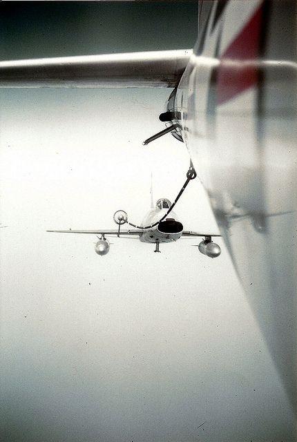 n.a. f-100 super sabre refuel.