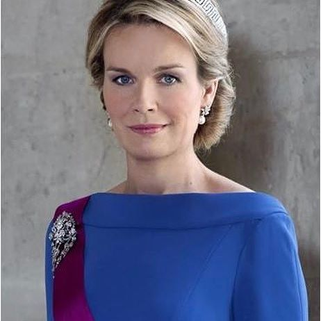 Happy 44th birthday to HM Queen Mathilde of the Belgians!🎉 Jonkvrouw Mathilde Marie Christine Ghislaine d'Udekem d'Acoz was born on 20 January 1973 in Uccle, Belgium. (She is the only current European queen consort to have a noble background, and the first Belgian queen born in Belgium.) Prior to her engagement, she worked as a speech therapist in Brussels for four years and studied psychology, earning a master's degree in it in 2002. Mathilde speaks four languages. 😄 Mathilde' engagement…