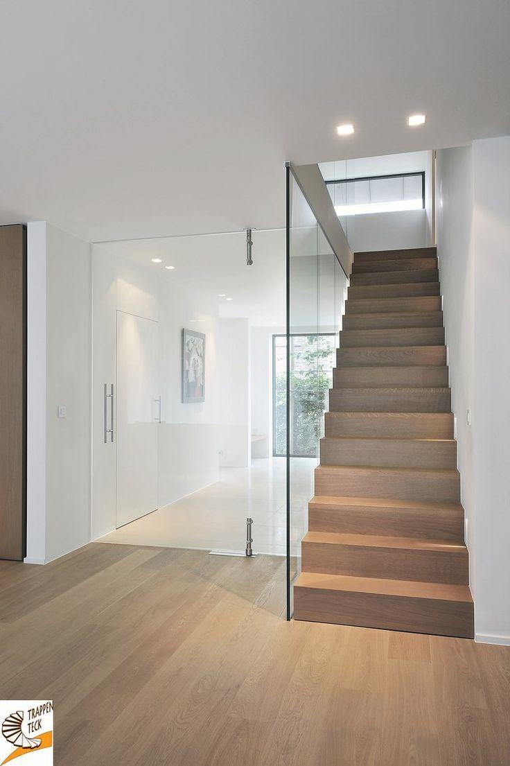 Tijdloze houten trap in een modern kader www.trappenteck.be