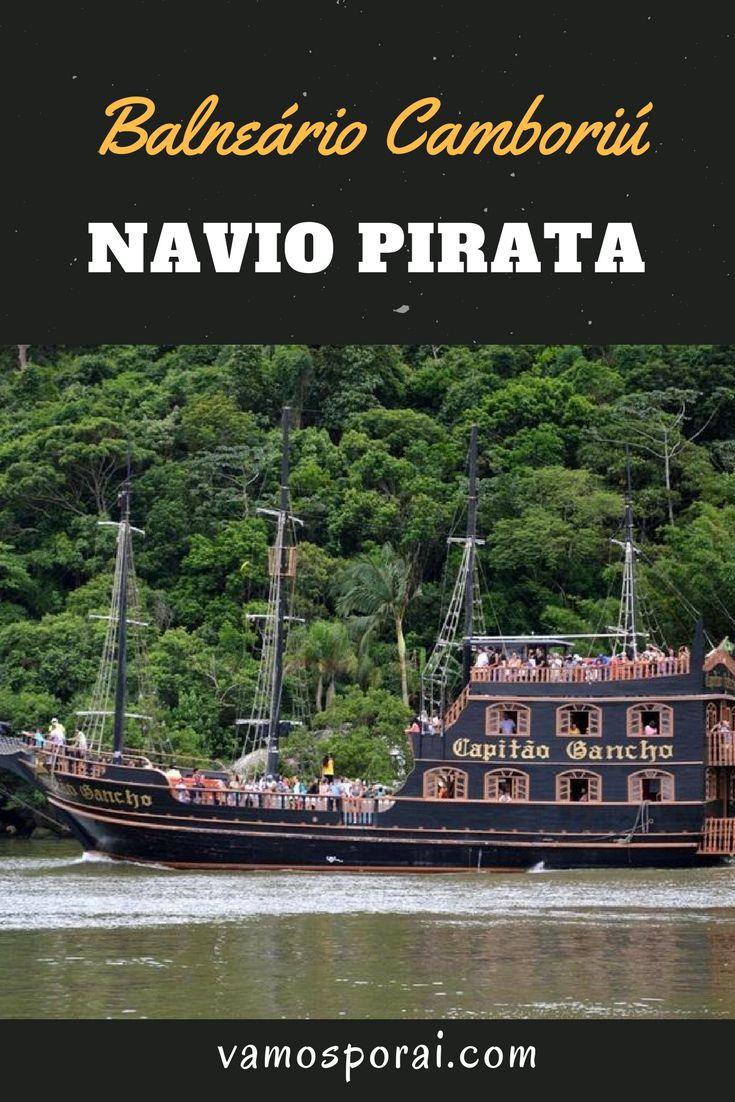 Passeio imperdível para quem viaja com crianças para Balneário Camboriú. Faça um passeio de navio pirata pelas principais praias da cidade.