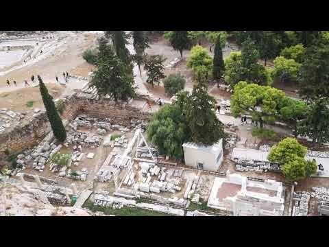 Tot din ciclul toamna in Grecia face parte si articolul acesta despre Atena. Dupa ce am venit din Lefkada, ne-am oprit aici cateva zile si ne-am delectat cu minunile sale. Am umblat mult, dar mi-a placut teribil: https://www.korydeea.com/2017/11/atena-si-minunile-sale/