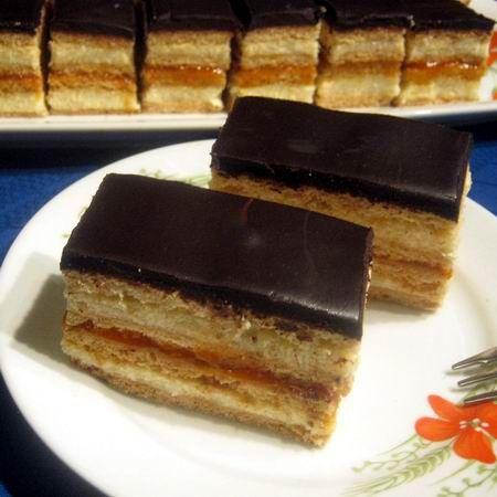 Egy finom Mézes krémes gazdag csokimázzal ebédre vagy vacsorára? Mézes krémes gazdag csokimázzal Receptek a Mindmegette.hu Recept gyűjteményében!