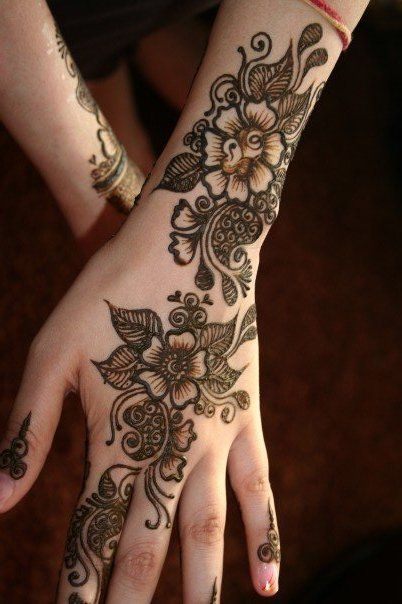 Eid Mehndi Designs For Girls. Temporary stain made by a plant.