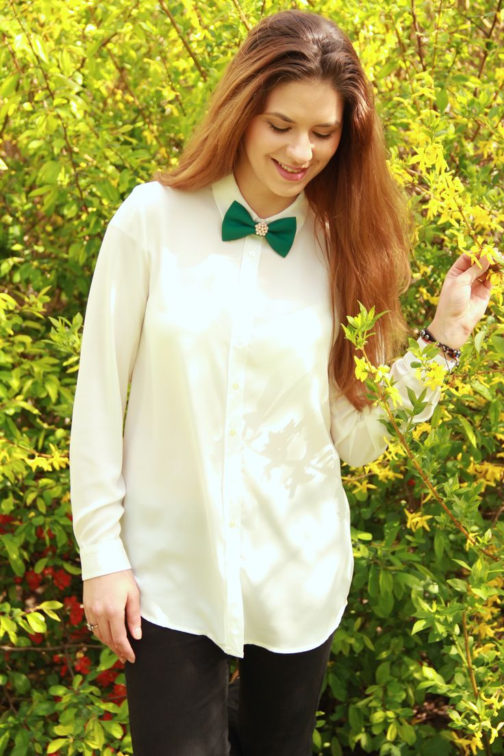 Why settle for less when you can have an amazing accessory that's extremely versatile, feminine and looks amazing. #bowtie #womenbowtie #fashionstyle #fashiontrends #bowsbyvaniaszasz