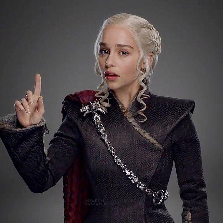 "13.5k Likes, 48 Comments - Emilia Clarke ♡ (@daenerystargaryen) on Instagram: ""#GoT7 Dany's look ♥️"""