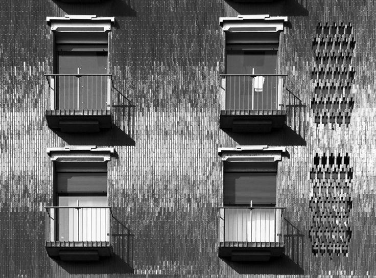 Edificio per uffici e negozi, arch.Luigi Caccia Dominioni, Corso Europa 11, Milano (Foto di Mattia Morandi)