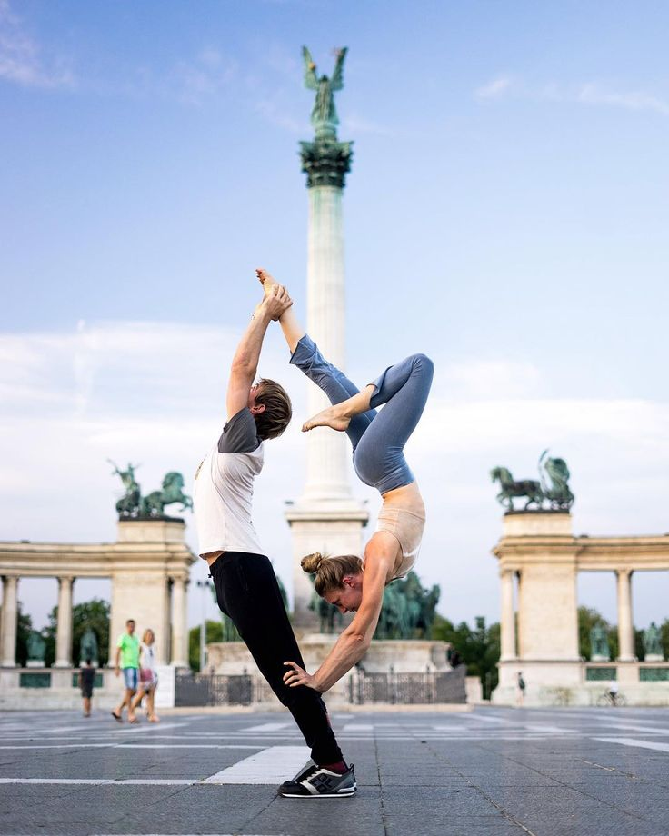 """1,228 Me gusta, 12 comentarios - Dana  (@acrosprout) en Instagram: """"Have you been saying you want to learn acro yoga? Well this is your chance. Stop saying and start…"""""""